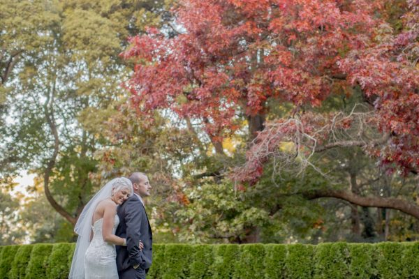 autumn wedding couple